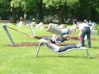 Liegen zum Ausruhen im Park