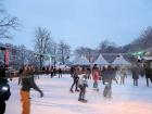 Eislaufen. die Winterparkattraktion